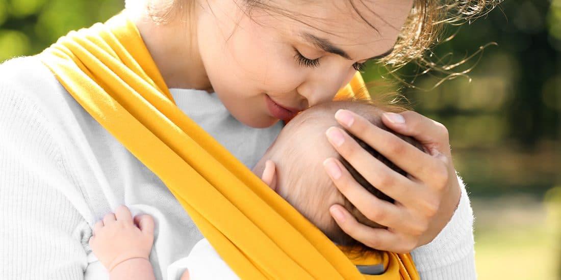 Mãe e bebé em contacto